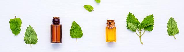 flacons de Listerine aux huiles essentielles